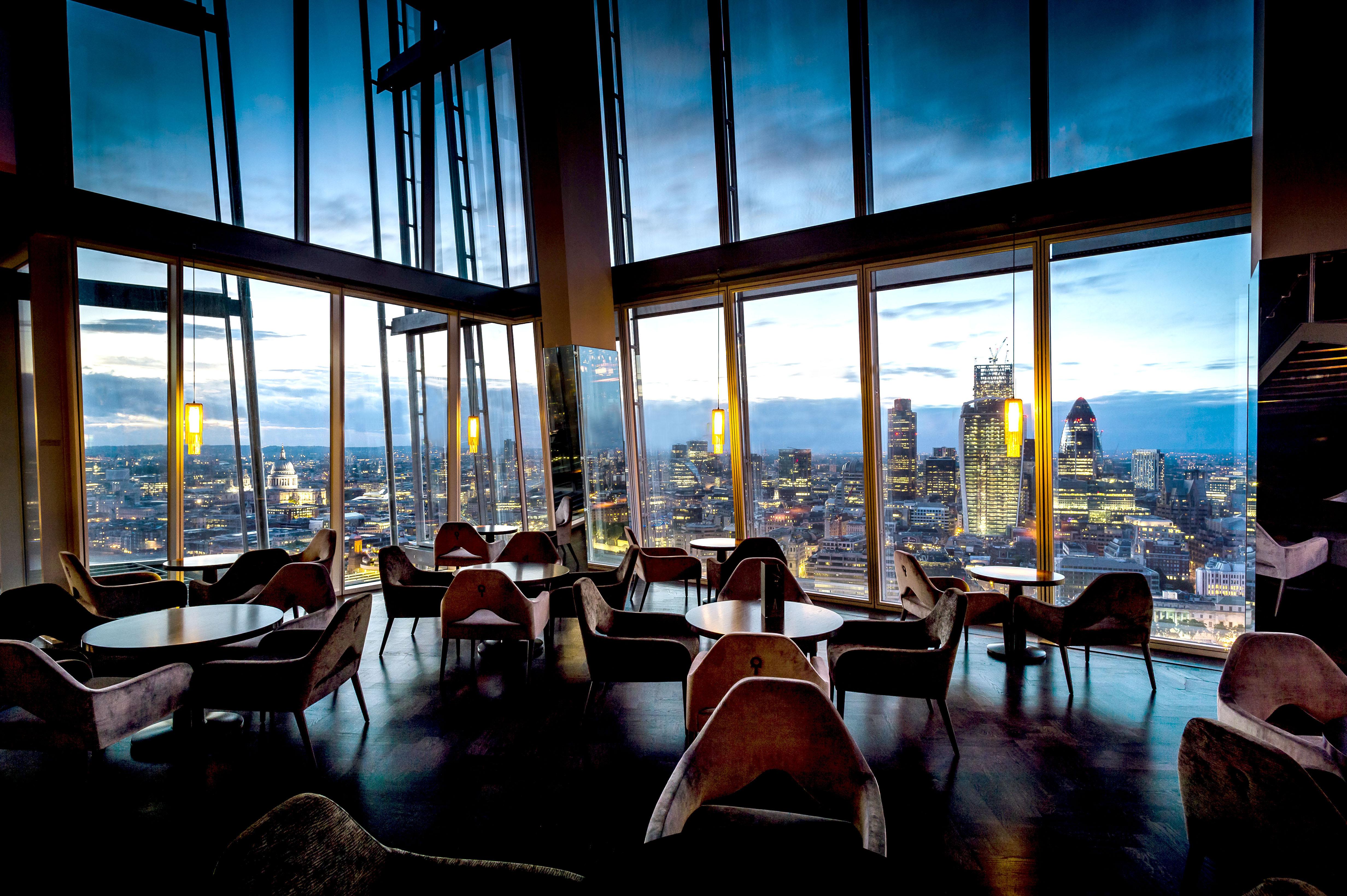 Гледка от един от ресторантите в The Shard