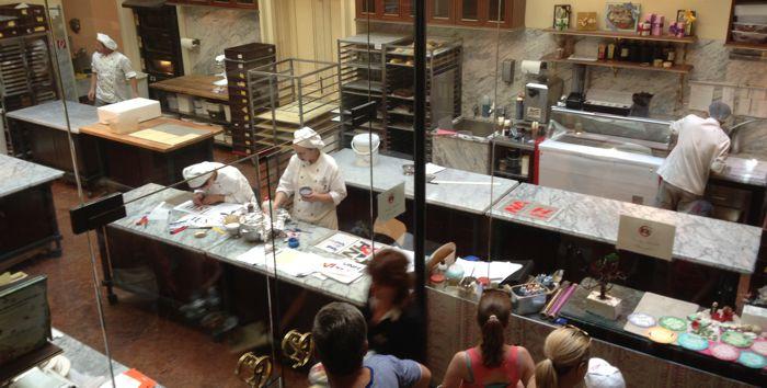 Сладкарската работилница на кафе Демел във Виена