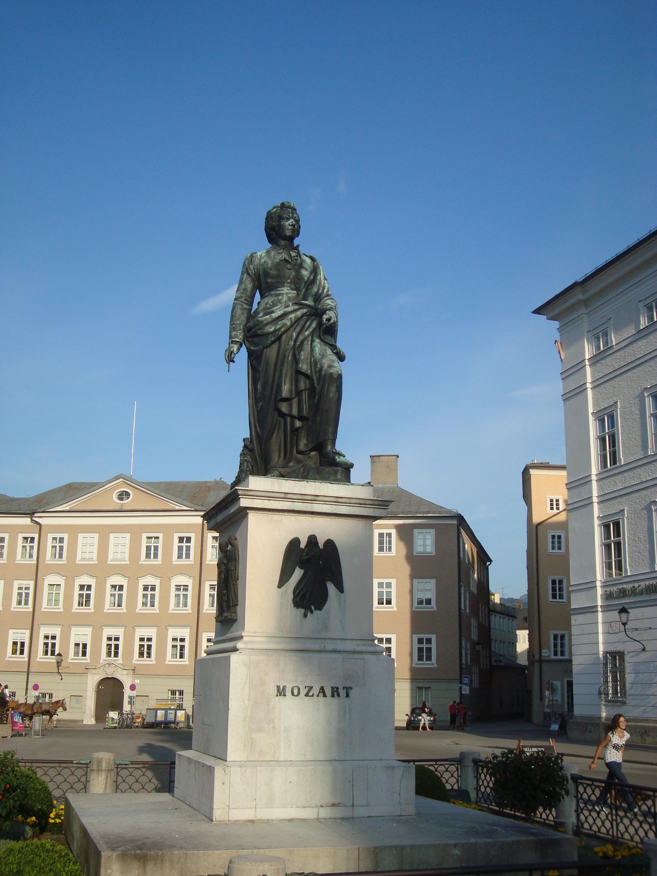 Вярно ли е, че Моцарт е умрял в бедност?
