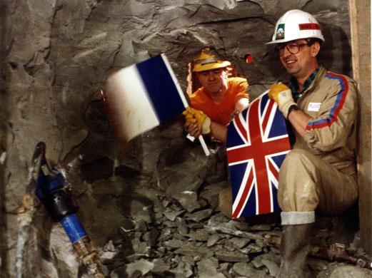 Историческата среща между френски и английски строителни екипи през 1990 г. под Ла Манша