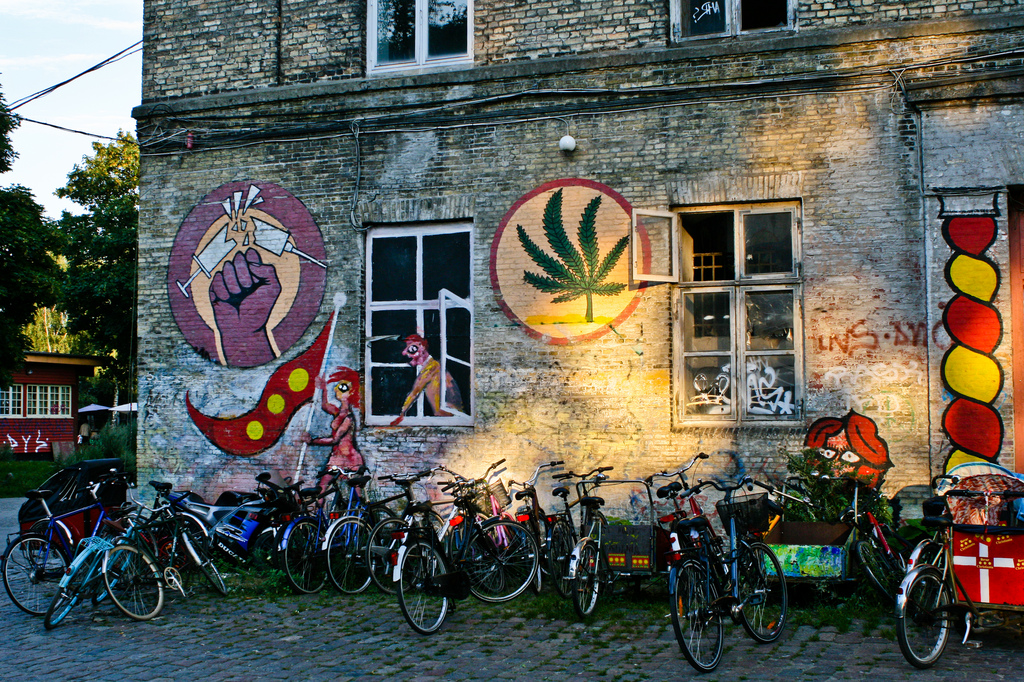 Хипи кварталът Християния в Копенхаген – живей така, че да не пречиш на другия