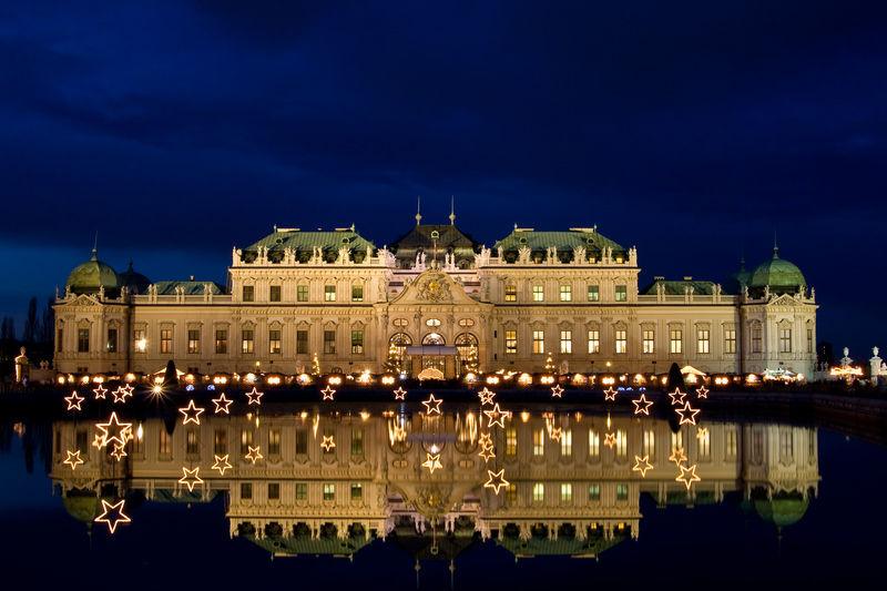 ДворецътБелведере с коледна украса