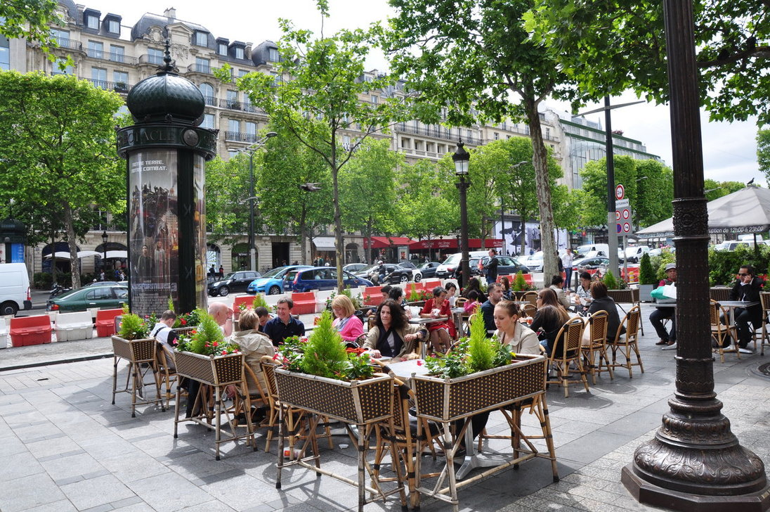 cafe_on_champs_elysees