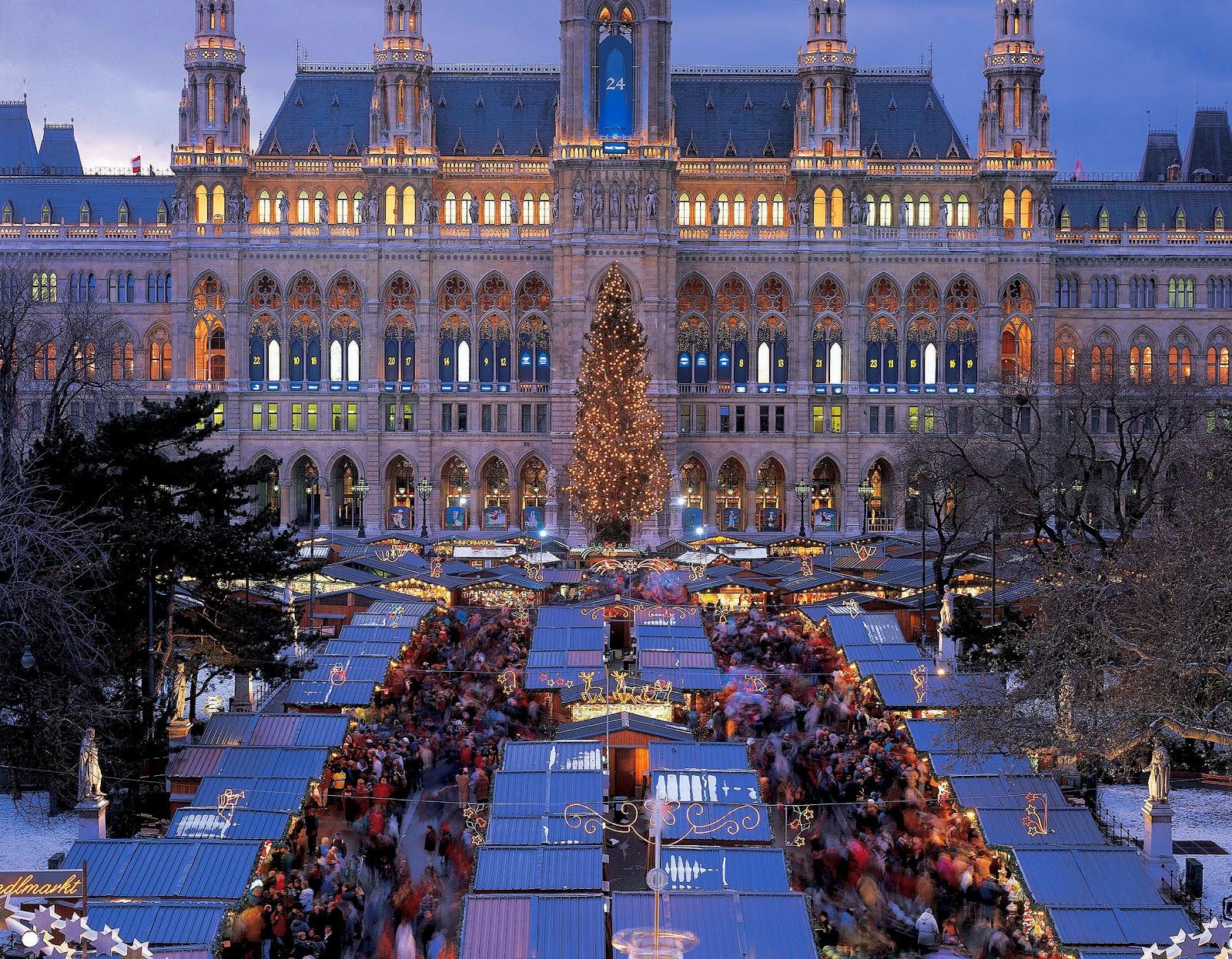 Коледният базар пред кметството на Виена