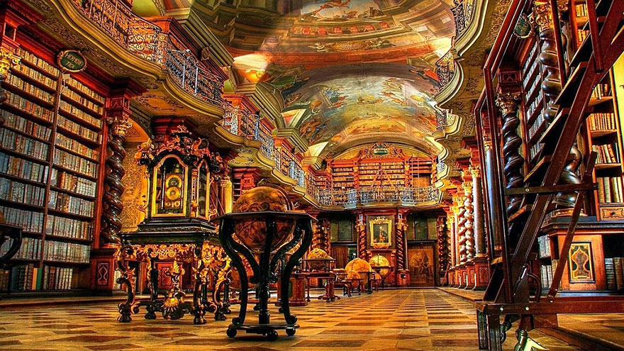 Бароковата зала на Националната библиотека Клементинум