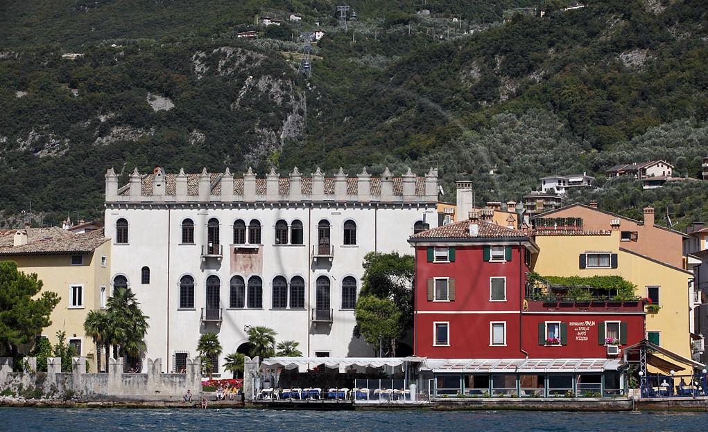 malcesine_palazzo_dei_captani_del_lago_seeseite_19053.jpg