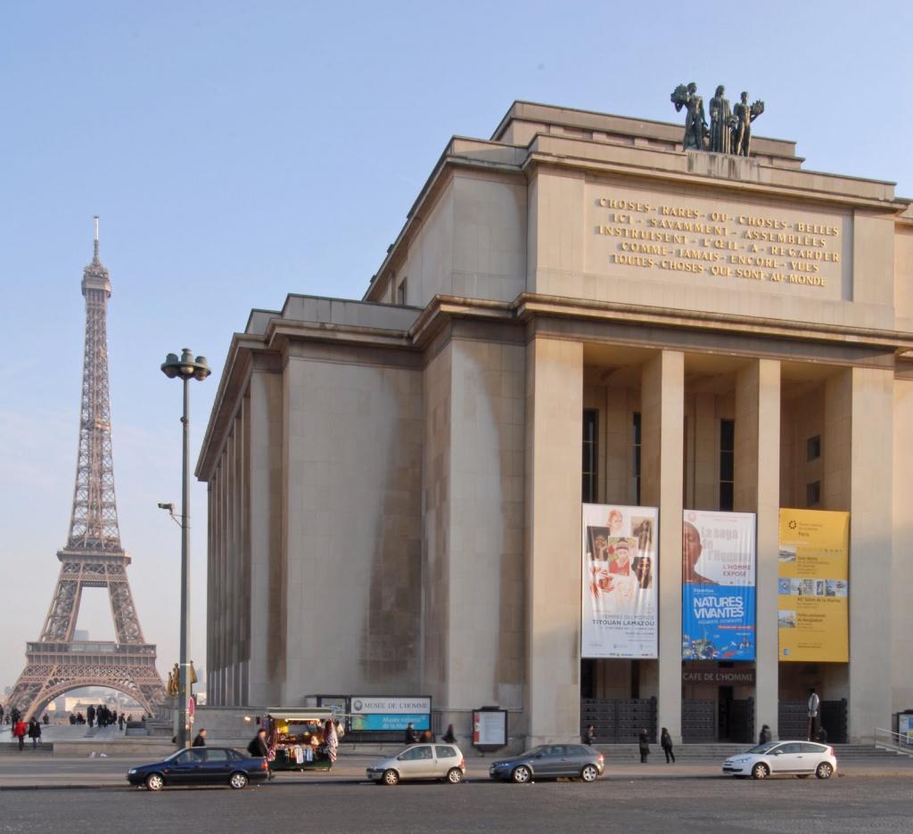 Един музей с поглед към човека и изглед към Айфеловата кула