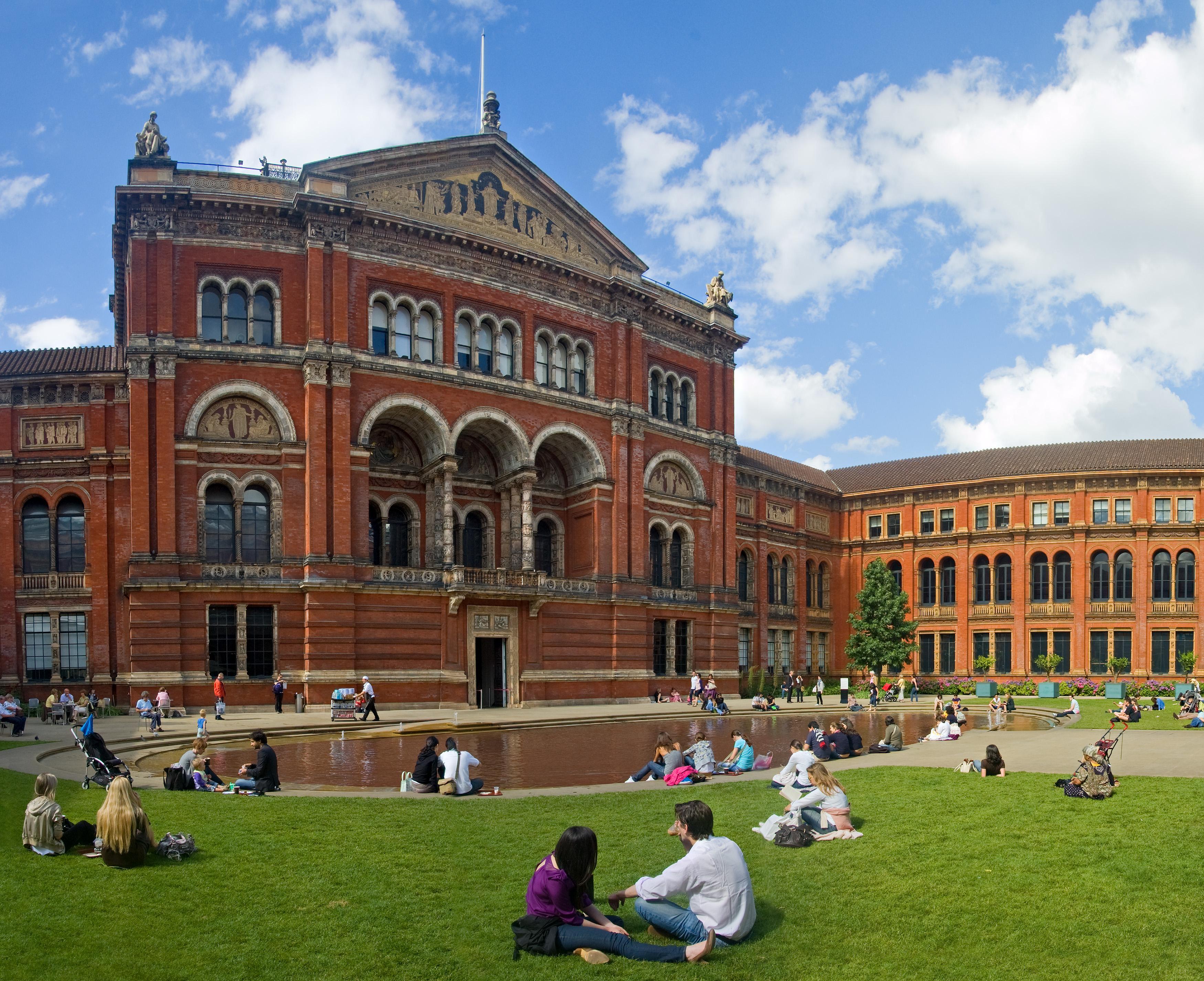 Музеят Виктория и Албърт в Лондон – най-голямата сбирка на декоративно изкуство в света