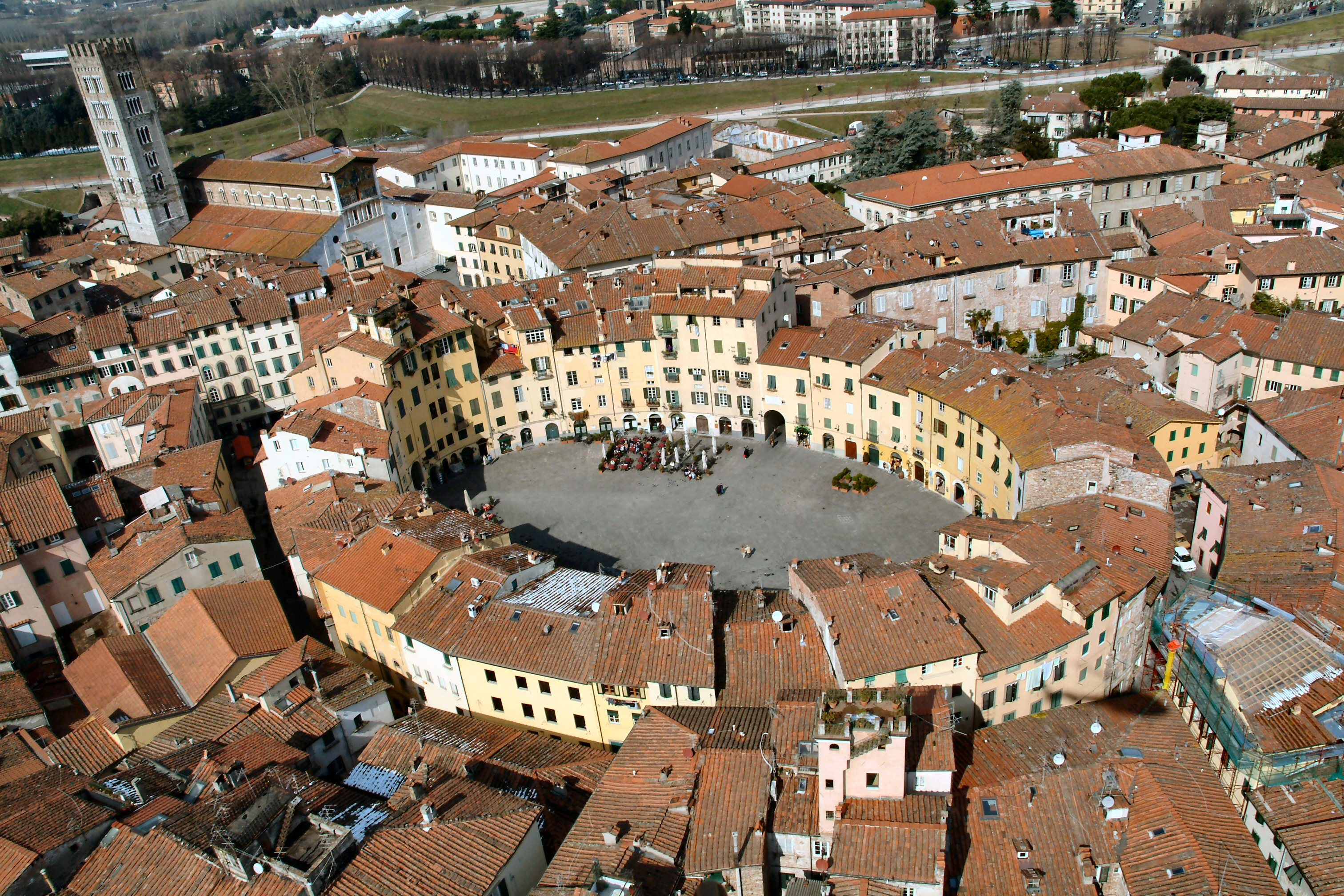 Ariel-view-of-Lucca.jpg