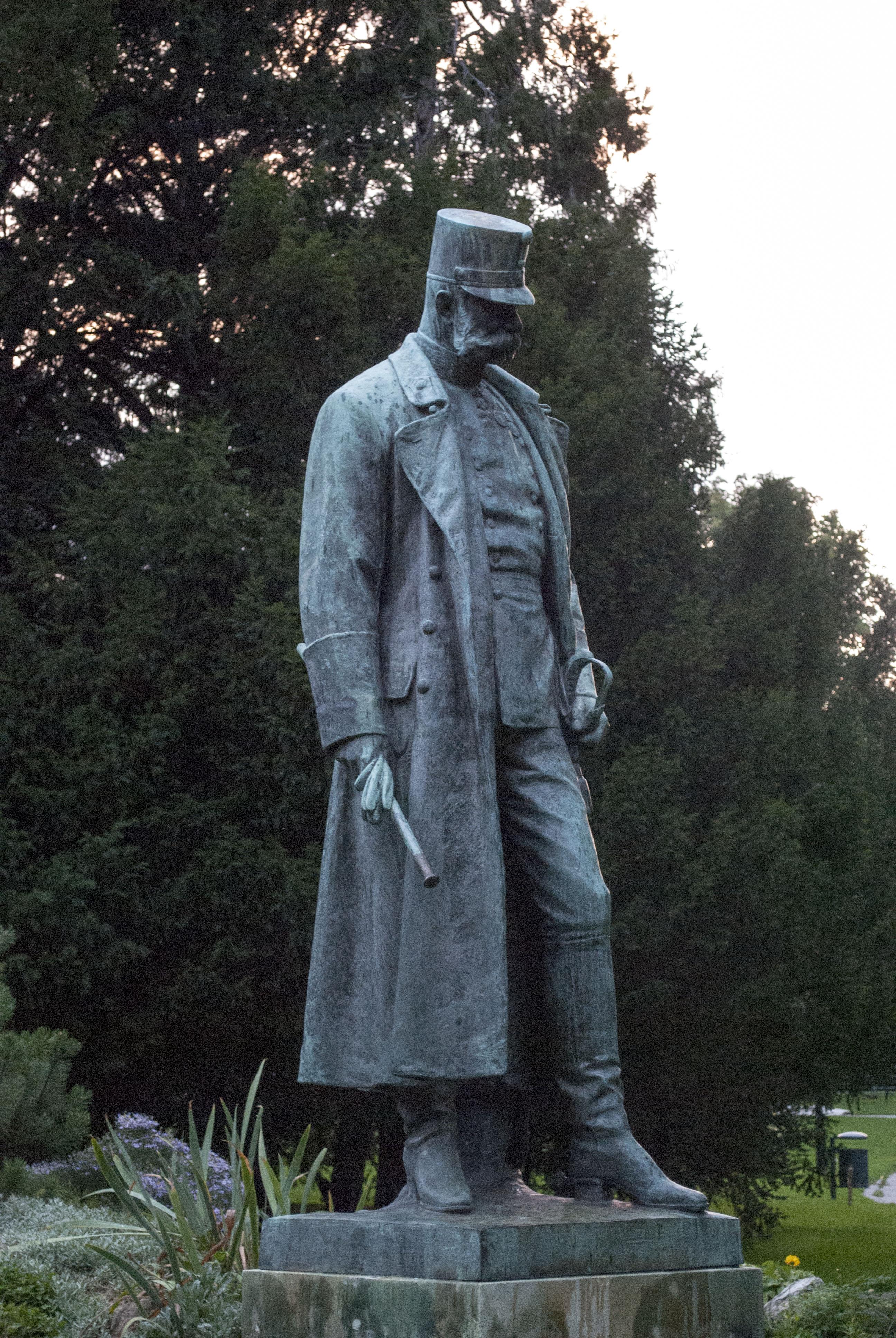 Emperor_Franz_Joseph_I_monument_(Burggarten)
