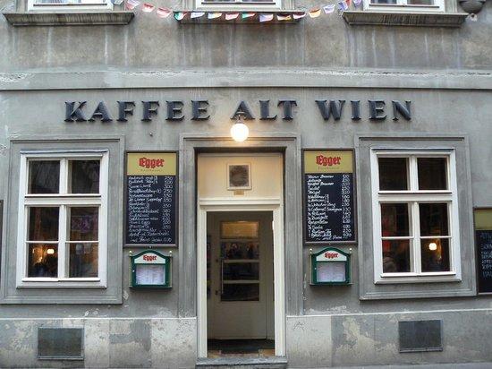 """Кафене """"Стара Виена"""" (Café Alt Wien) и кафене """"Хавелка"""" (Café Hawelka) – безсмъртните творения на едно задружно семейство"""