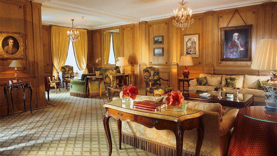 Amazing-Le-Bristol-Hotel-in-Paris-travel