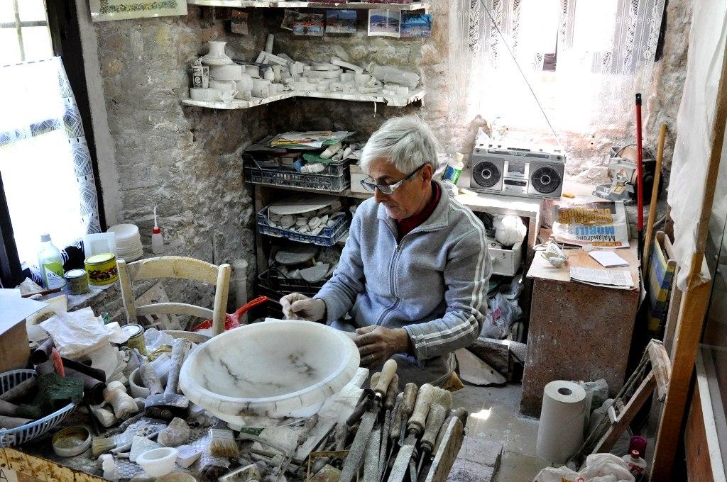 Alabaster-Craftsman-Volterra-Tuscany-Italy