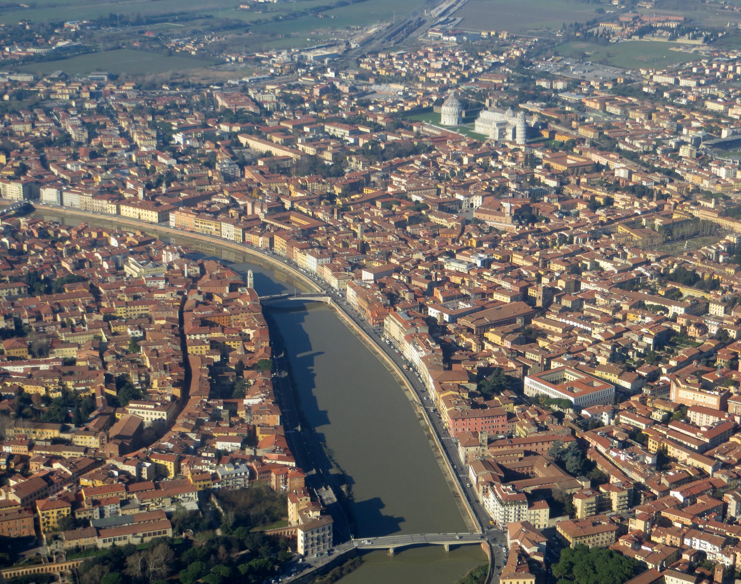 Pisa_-_veduta_dall'aereo_4
