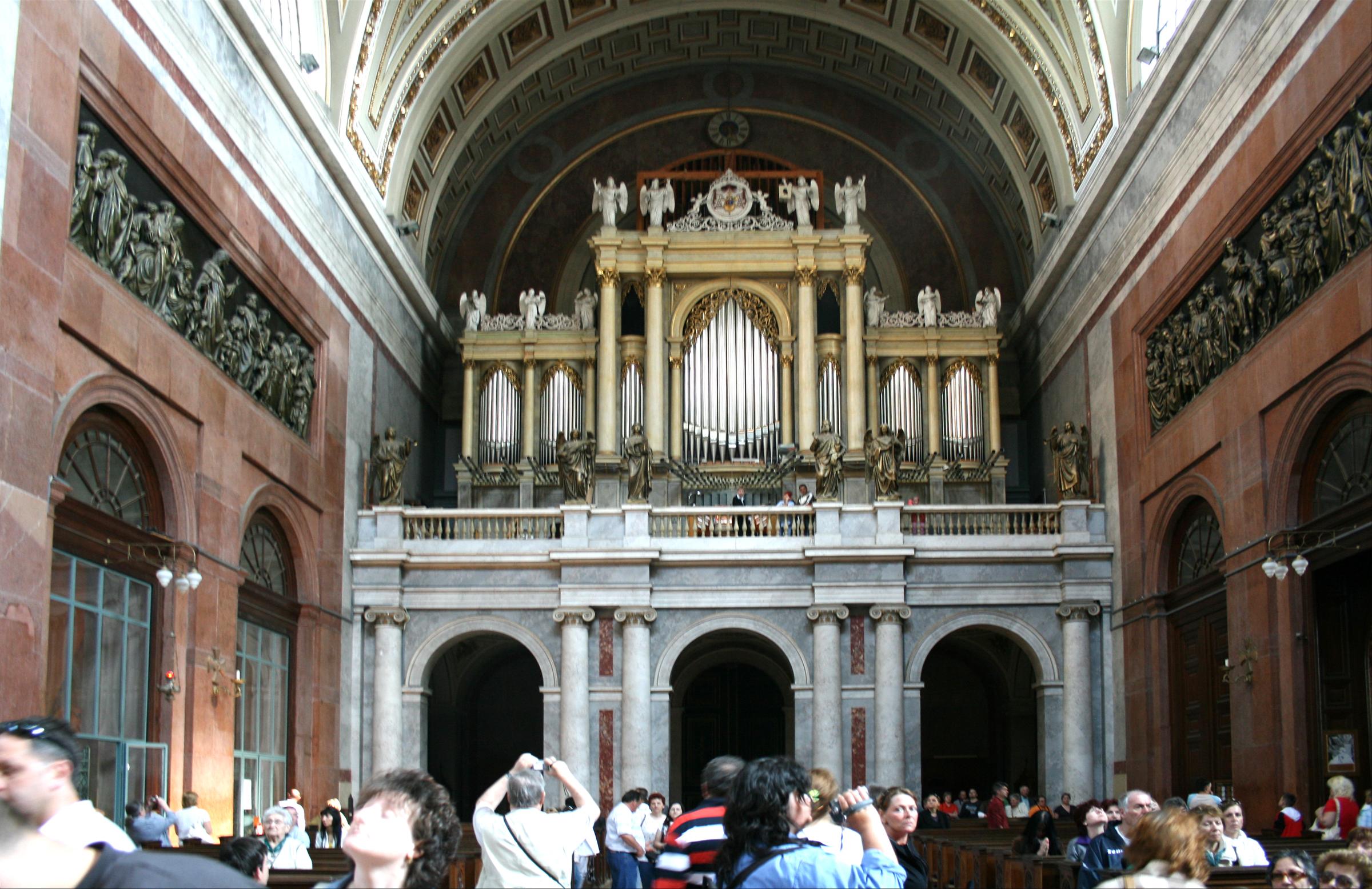 Esztergom_Basilica_interier_5 organ