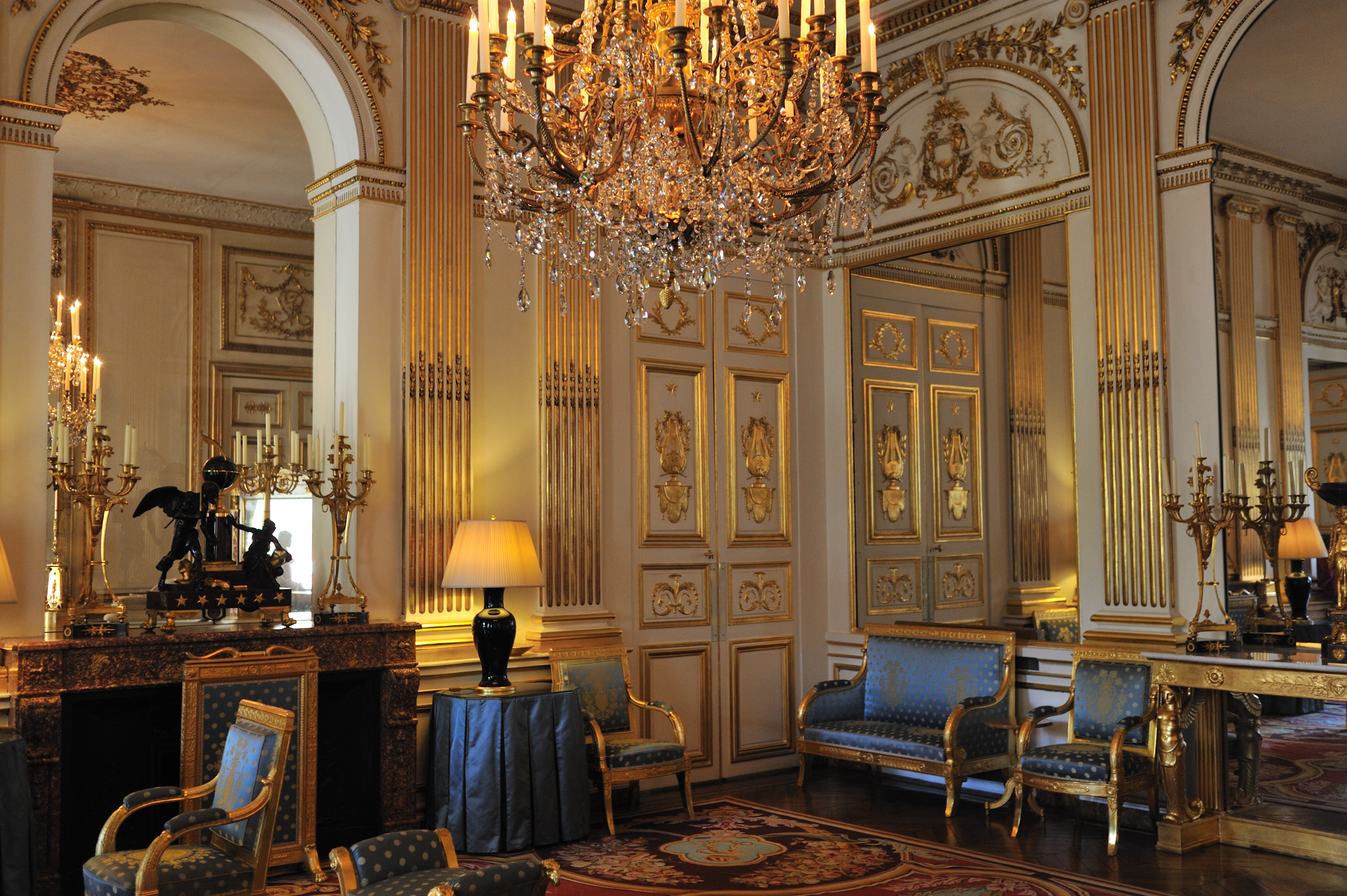 Hôtel_de_Charost_JP2010_salon_bleu_1 furniture