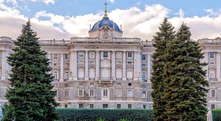 Кралският дворец в Мадрид – пищност и красота