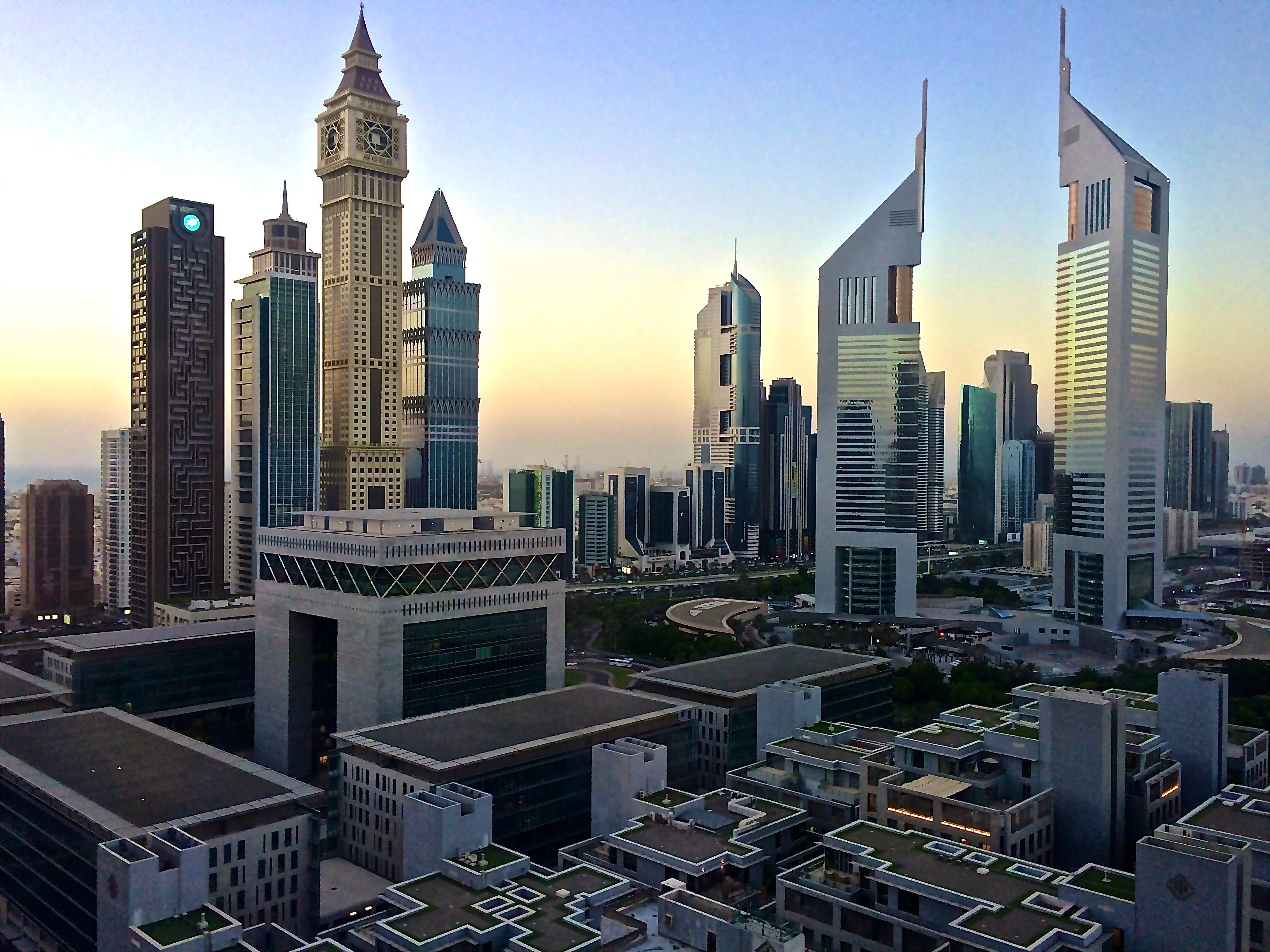 Емиратските кули