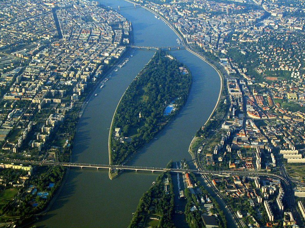 Разходка с корабче в Будапеща – романтика и красота 4