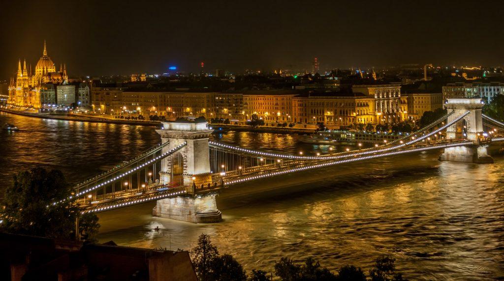 Разходка с корабче в Будапеща – романтика и красота 3