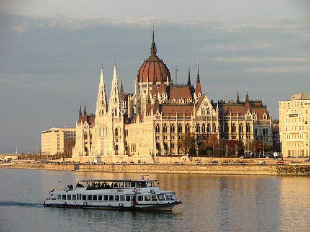 Разходка с корабче в Будапеща – романтика и красота 1