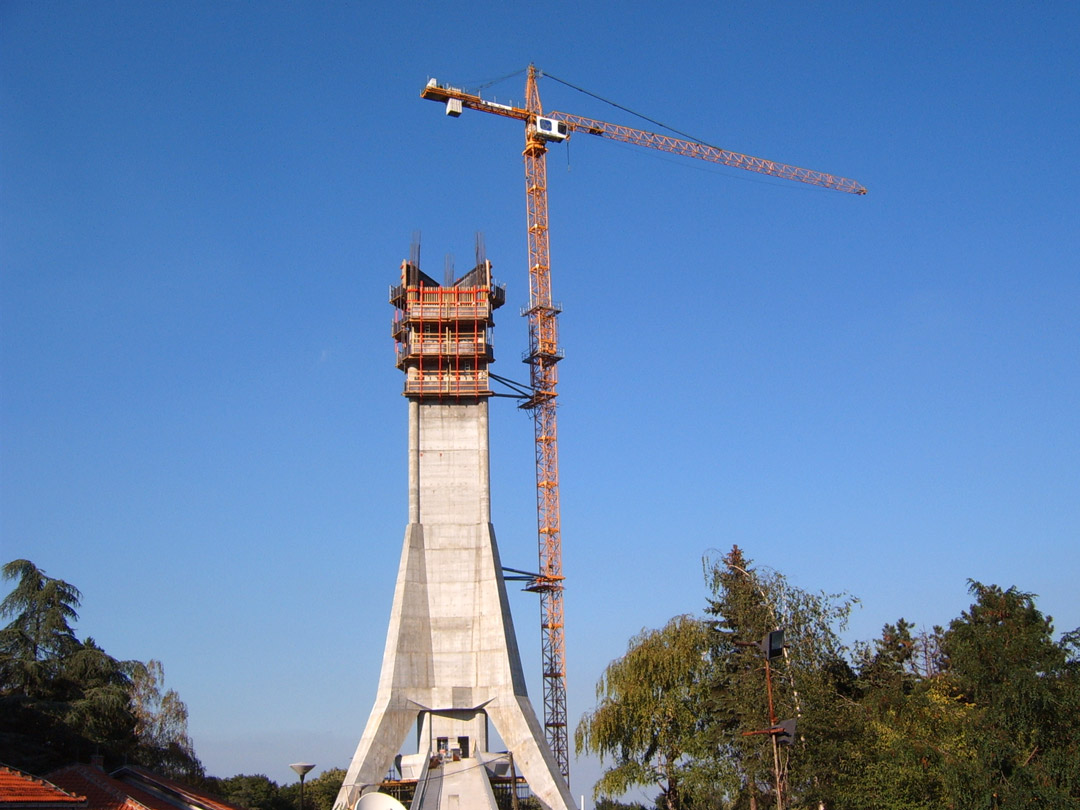 reconstruction_of_avala_tower_july2008