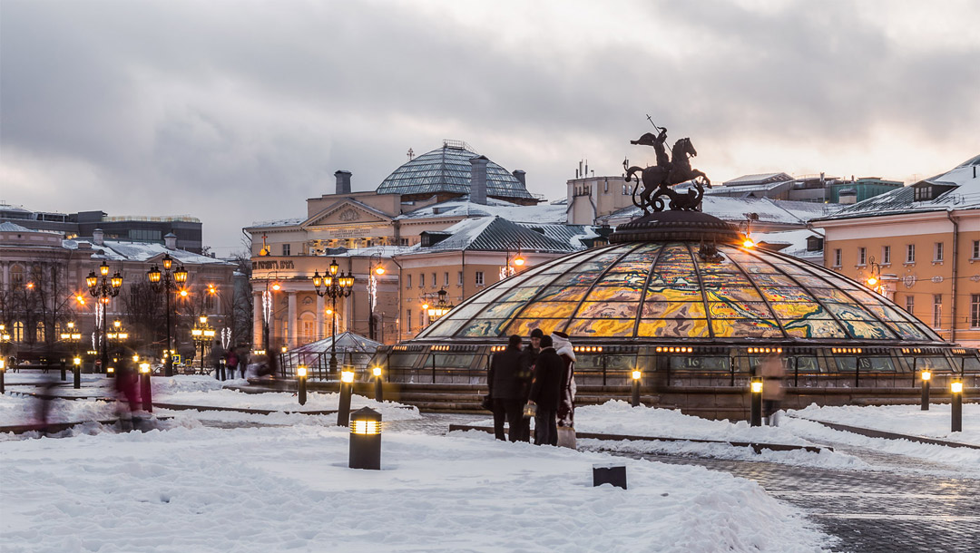 russian-winter-moscow-manezhynaya-square-1