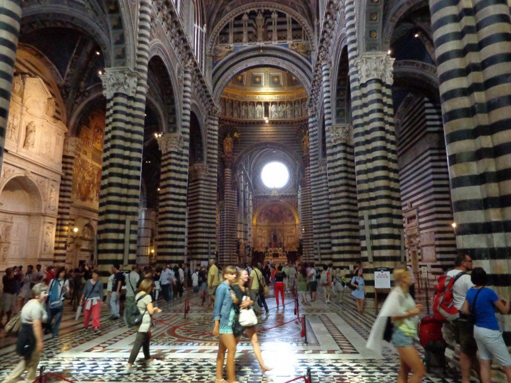 Интериор на катедралата в Сиена