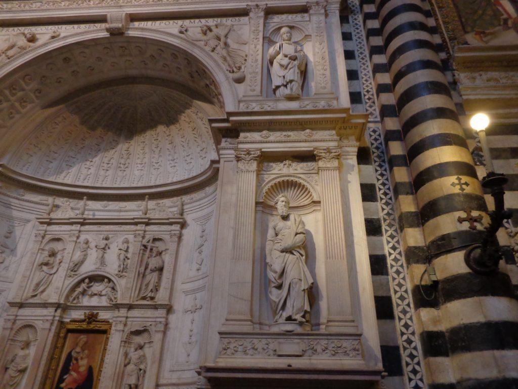 Творби на младия Микеланджело Буонароти в Сиенската катедрала