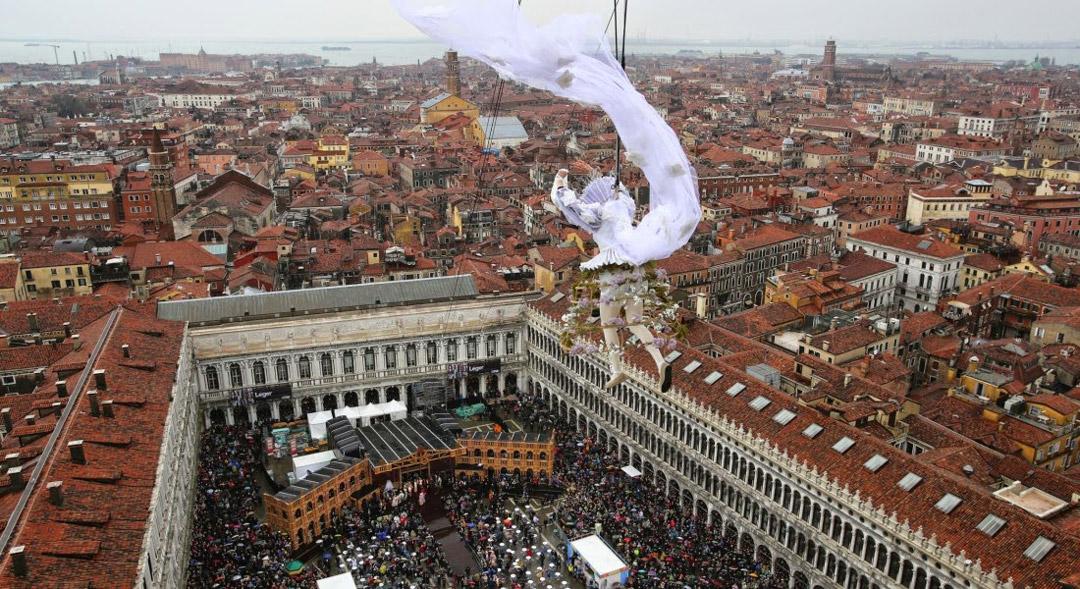 Туристите се стичат за Карнавала всяка година