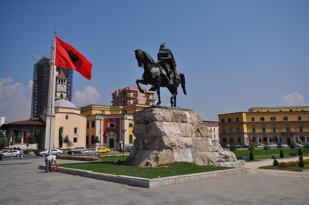 Площад Скендербег