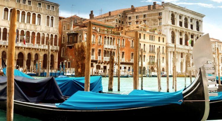 Гондолите – най-характерният щрих от венецианския пейзаж
