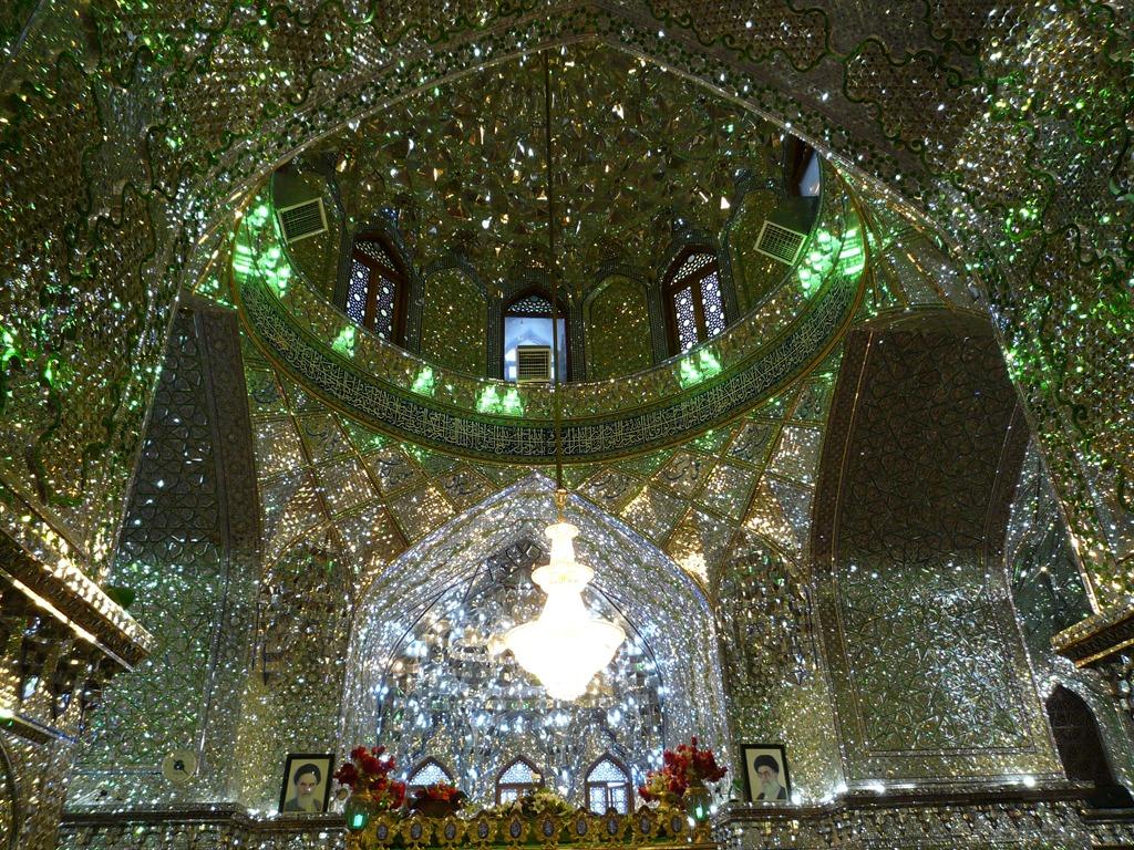 Огледалната джамия