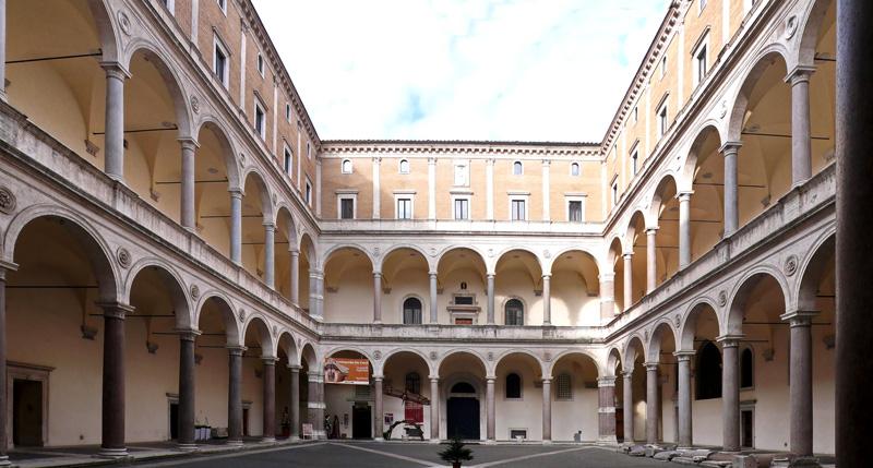 Вътрешния двор на двореца