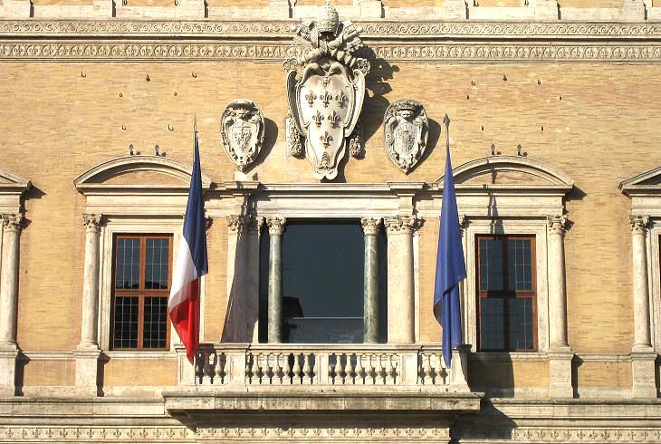 Дворецът като посолство на Франция