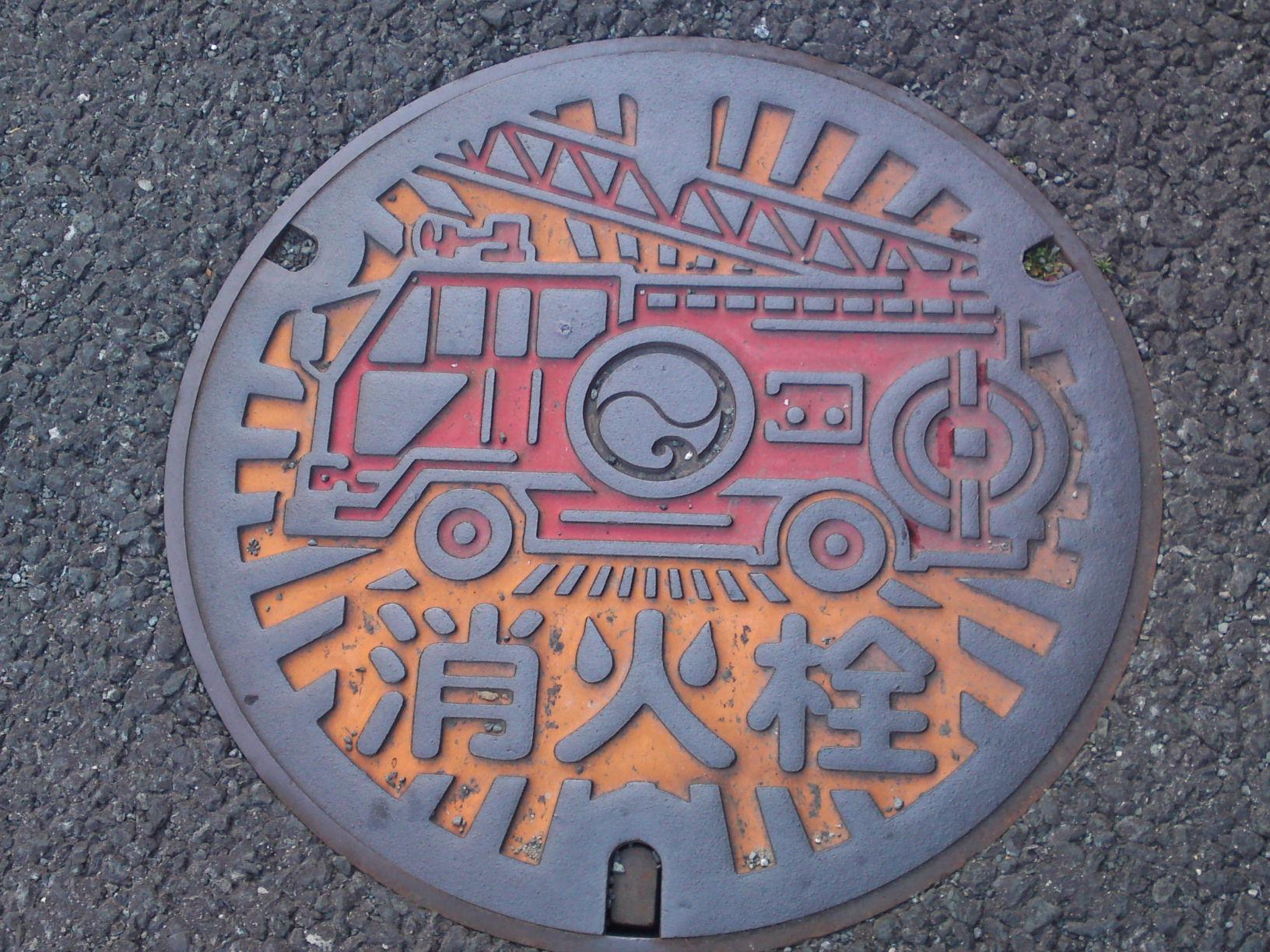 Тези щури капаци на шахти в Япония 7