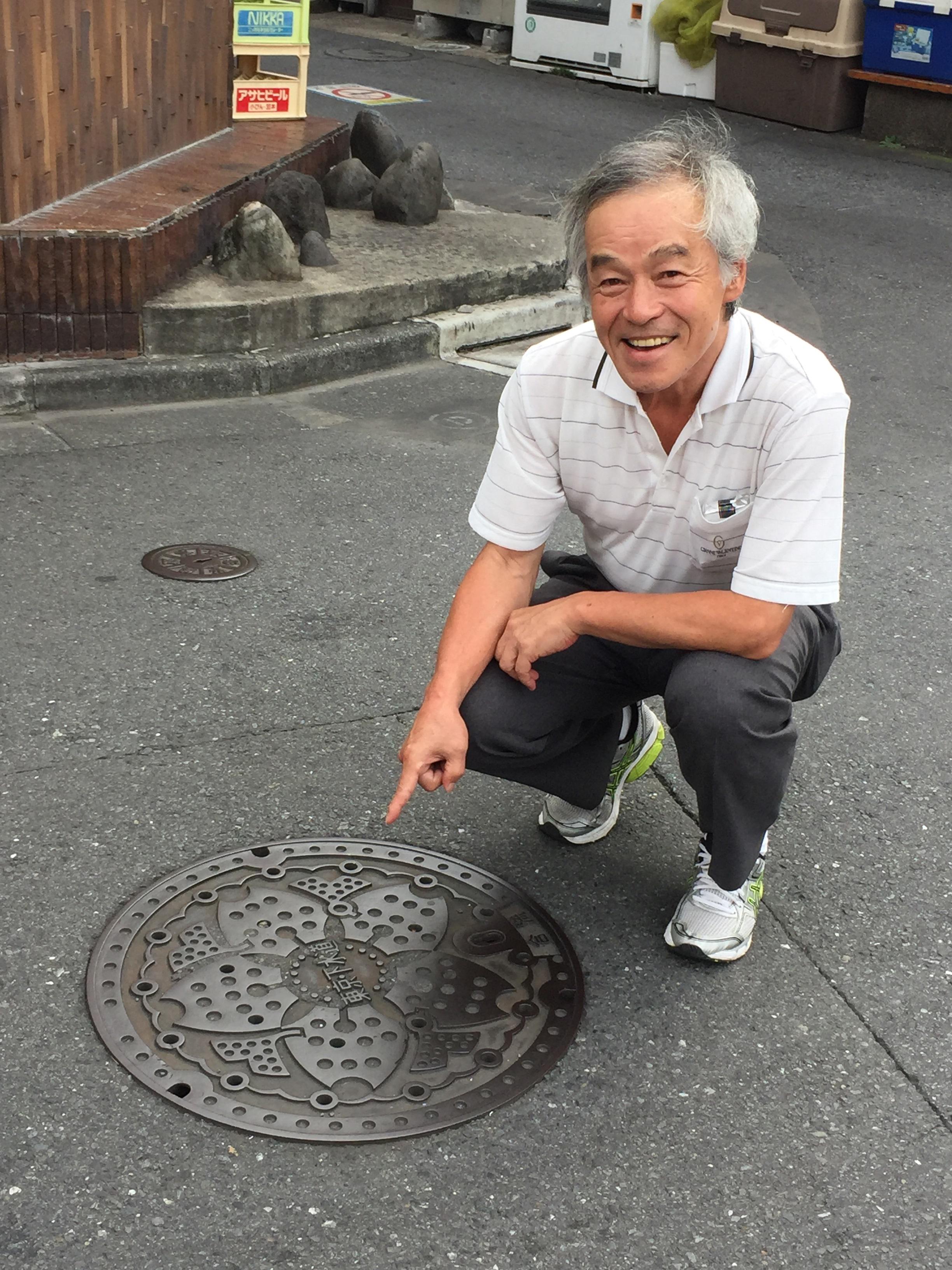 Тези щури капаци на шахти в Япония 6