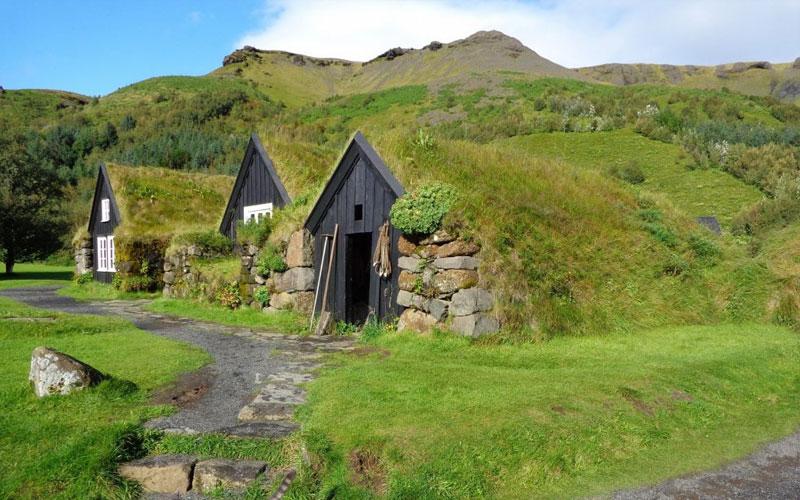 Традиционна исландска къща с обор