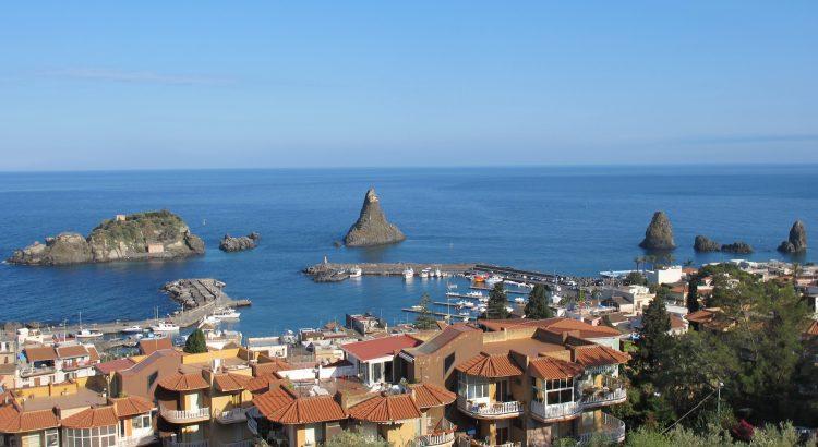 Ачиреале – китното пристанище в подножието на Етна