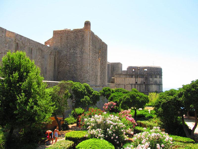 Крепостта Минчета