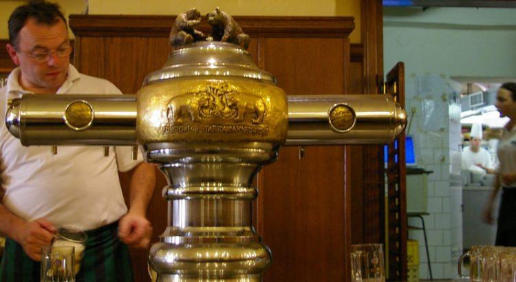 """Бирария """"При мечетата"""" – най-малкият ресторант с най-силната бира в Чехия"""