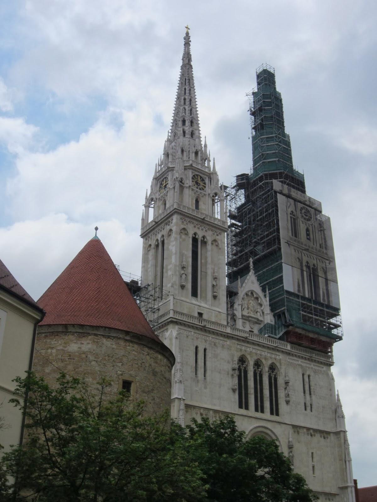 "Кулите на катедралата ""Св. Богородица"""