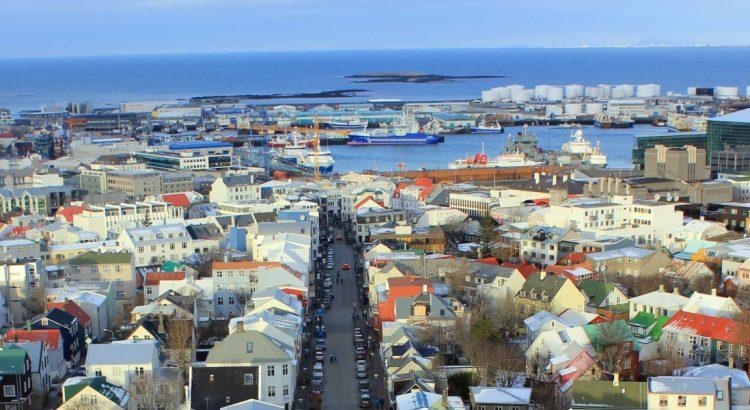 Защото Исландия е …