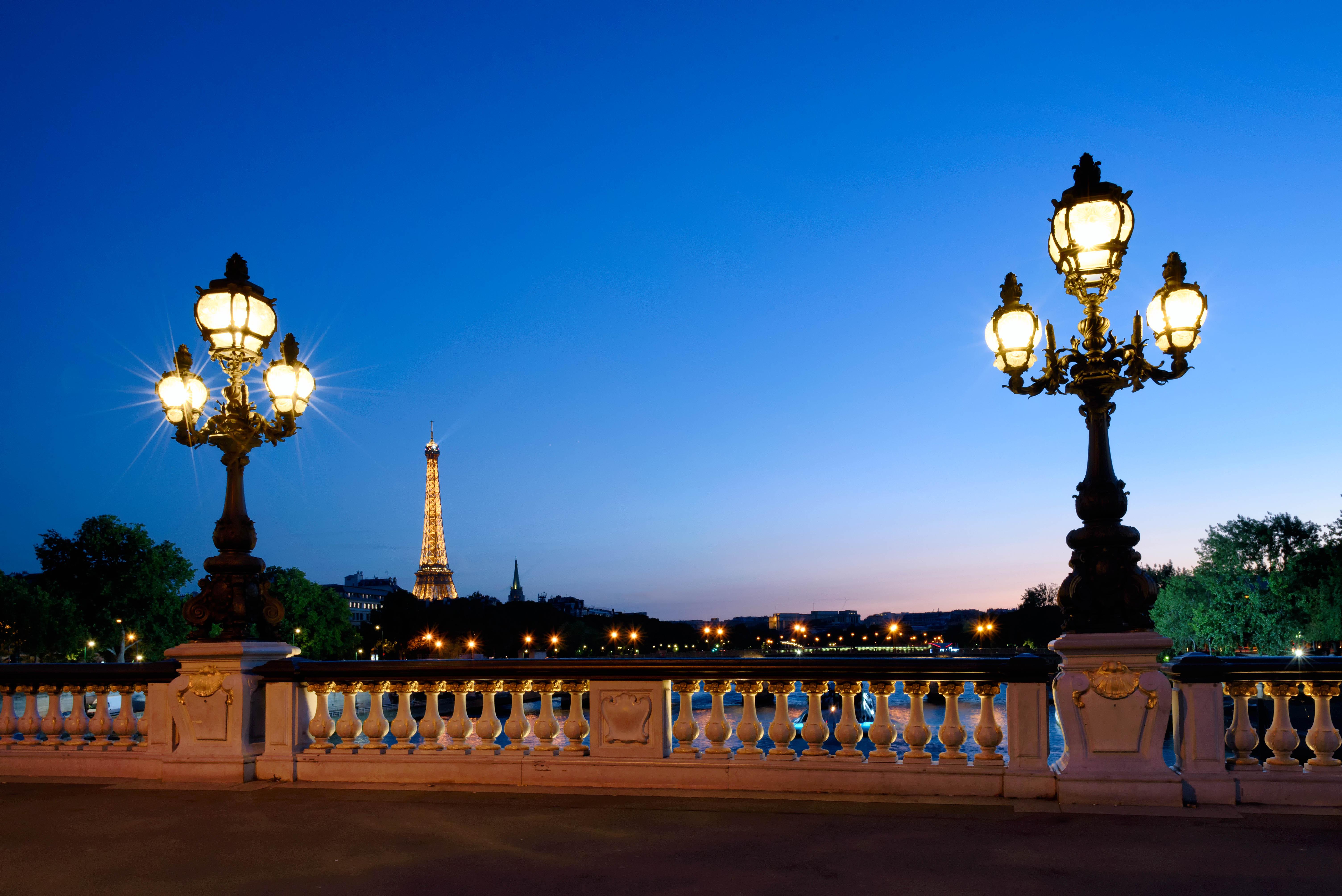 Мост Александър ІІІ и айфеловата кула