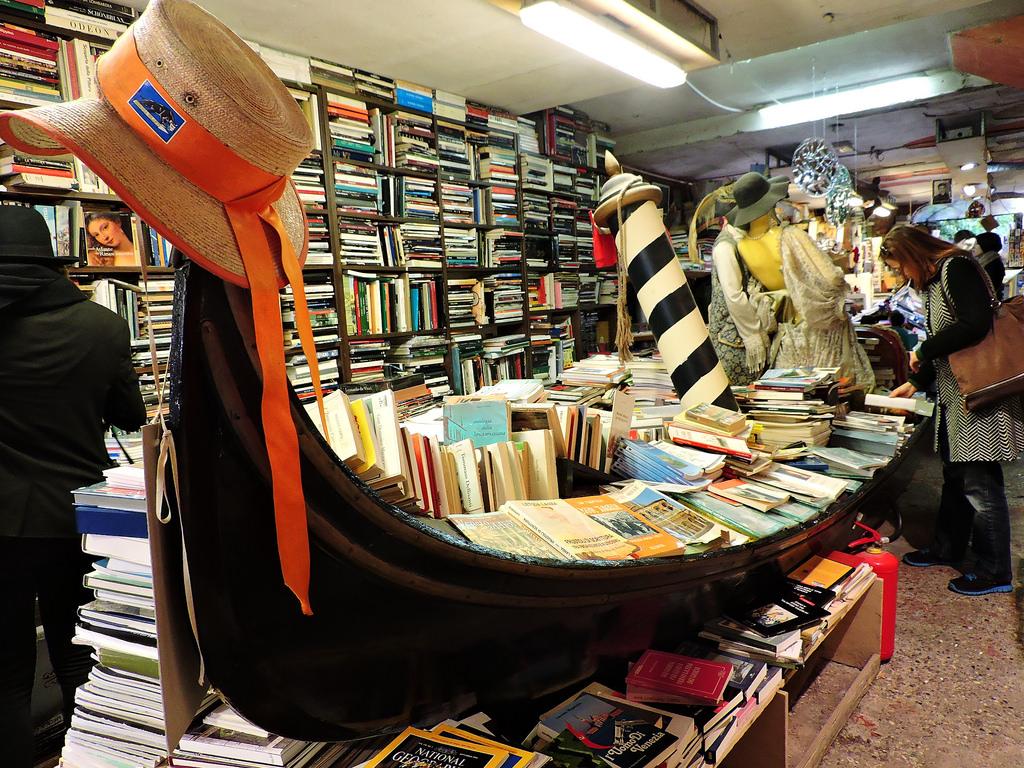 Плаващата книжарница на Венеция 3