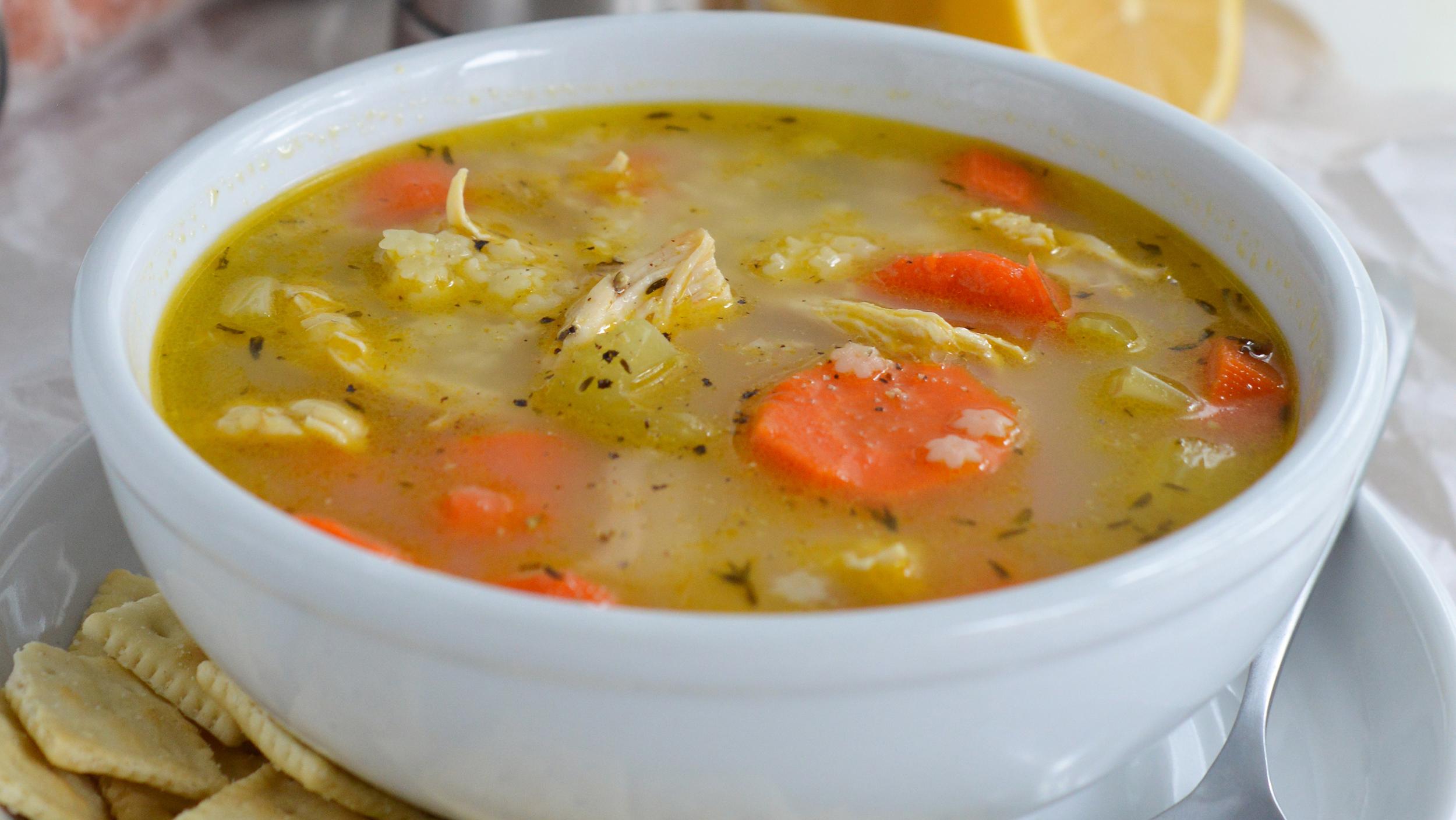 Пилешка супа с лимон и чушка