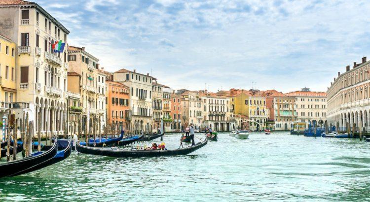 Плаващата книжарница на Венеция
