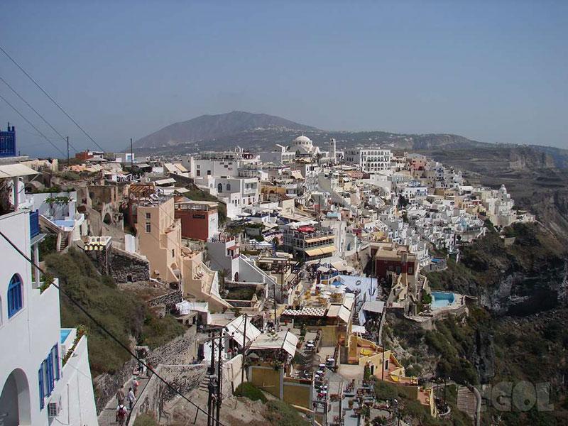 Тюркоазеният остров Санторини – 10 причини да го посетите - 2 - Руал Травел