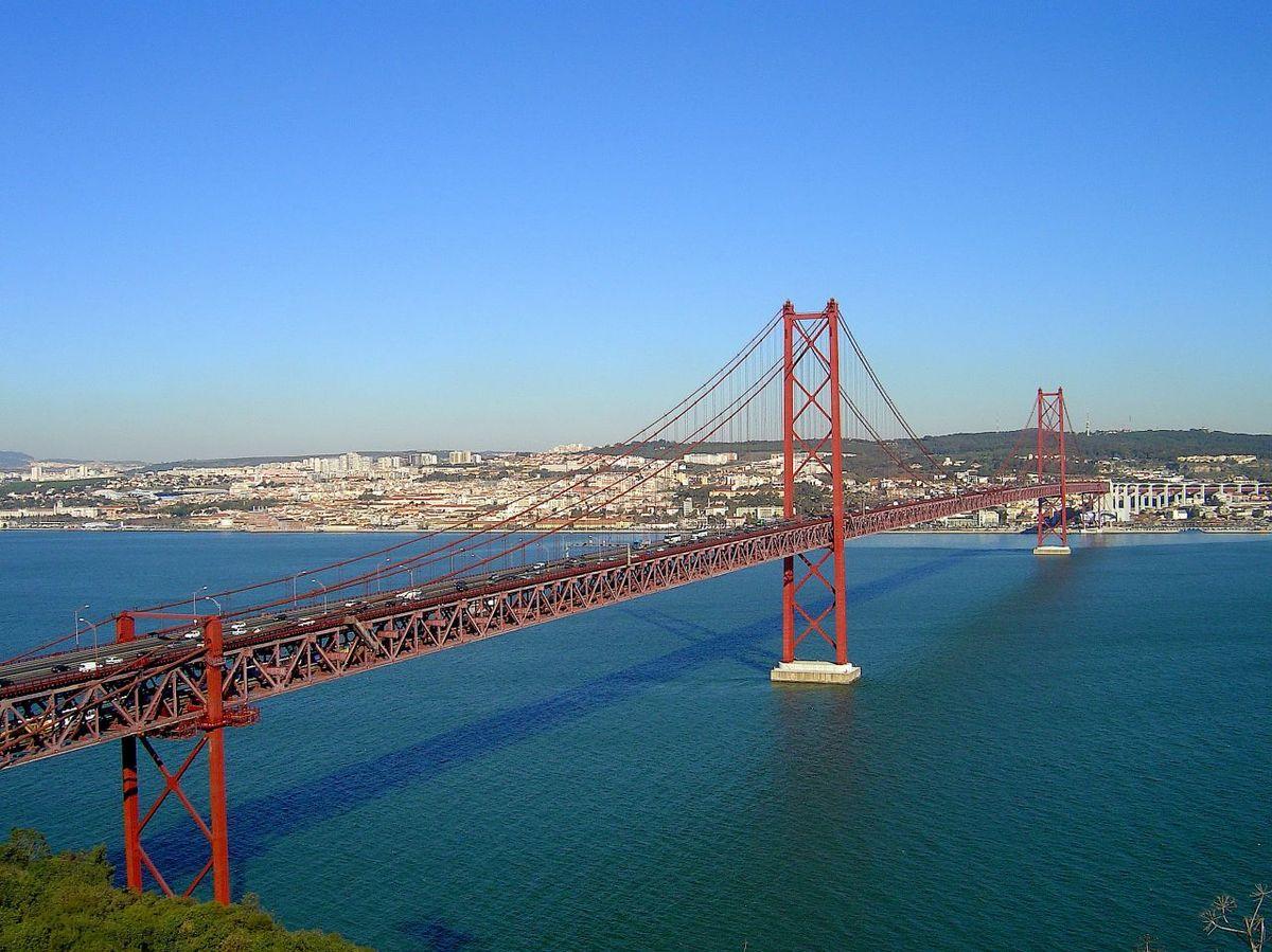 """Мостът """"25-ти април"""""""
