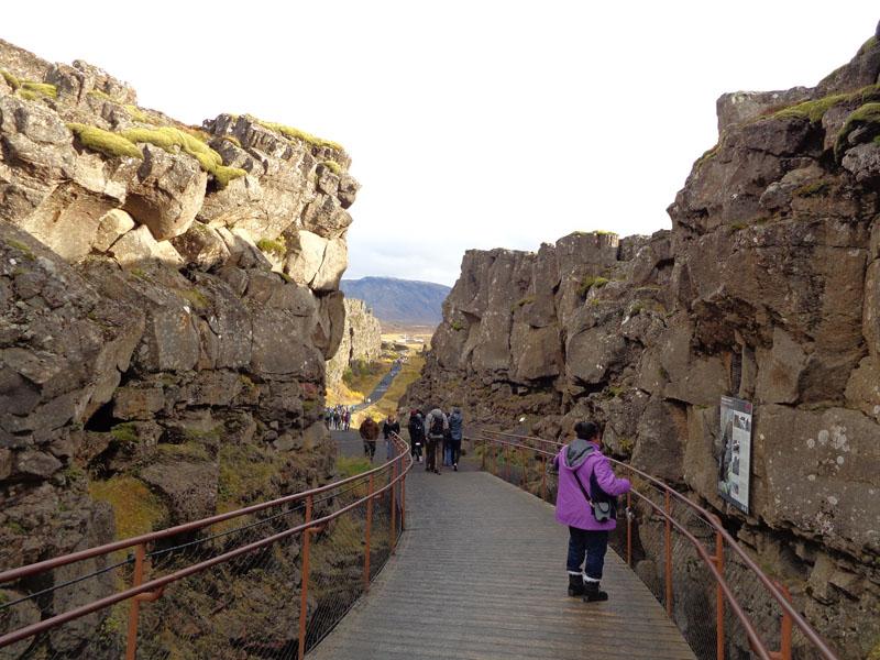 Национален парк Тингветлир, между две земни плочи